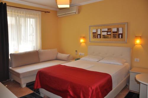 Отель Hotel Pik Loti 3 звезды Албания
