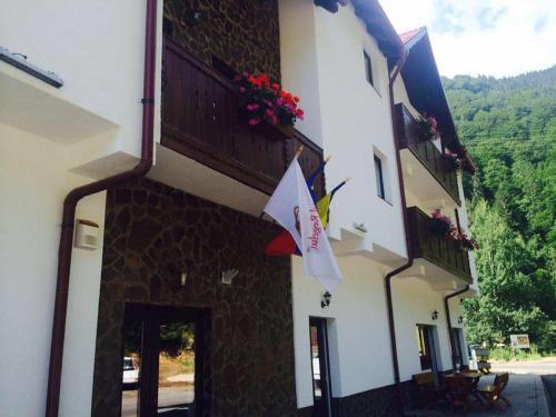Hotel Popasul Regelui Transalpina, Tău Bistra