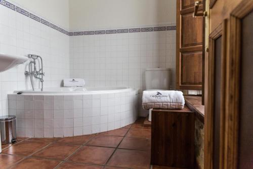 Habitación Doble con bañera de hidromasaje Casona del Nansa 14
