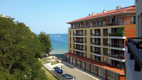 Apartment Mirage