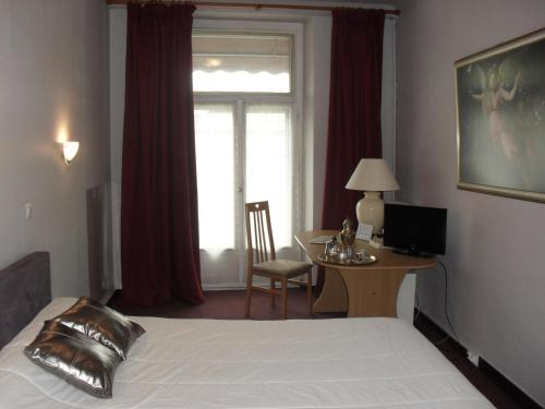 Superior Double Room with Bath or Shower - 1 or 2 People