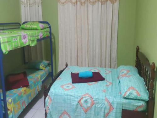 Katil Single di Bilik Asrama (Single Bed in Dormitory Room)
