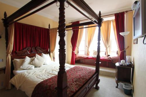 Double Room with Four Poster Bed and Sea View - 1st Floor