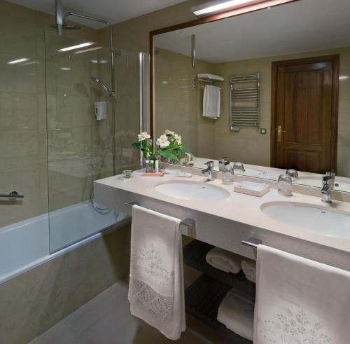 Deluxe Suite Comares - single occupancy MC San Agustin 4
