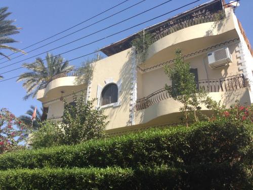 Villa Tutmouss front view