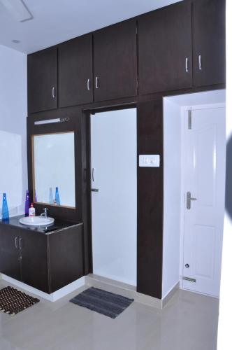 Srirangam Suit Rooms