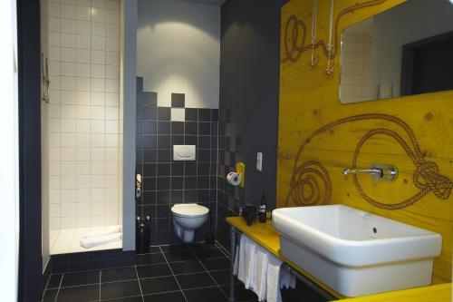superbude hotel hostel st pauli hamburg germany overview. Black Bedroom Furniture Sets. Home Design Ideas