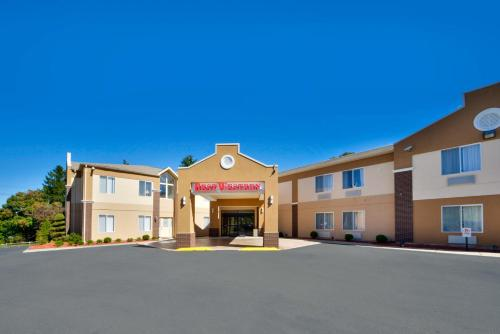 6a27cc570d93d Best Western Plus New England Inn   Suites