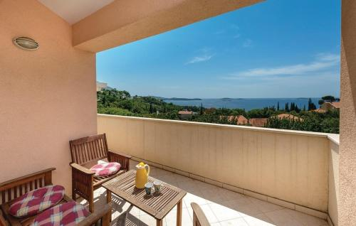 Two-Bedroom Apartment Mlini with Sea View 06