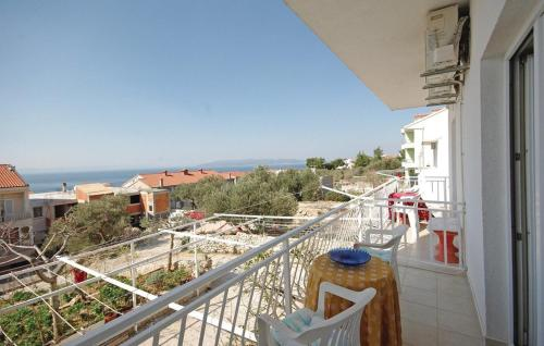 One-Bedroom Apartment Makarska with Sea View 03
