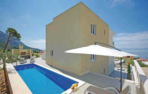 One-Bedroom Apartment Makarska with Sea View 05