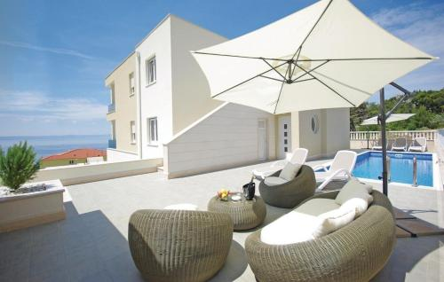 One-Bedroom Apartment Makarska with Sea View 06