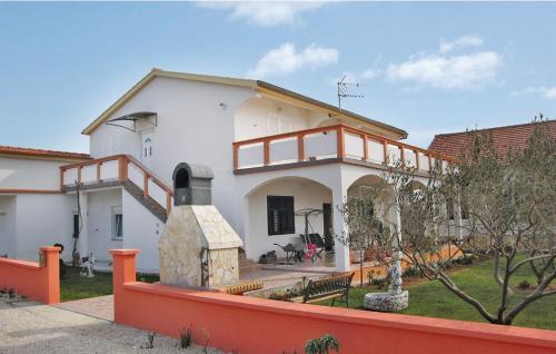 Two-Bedroom Apartment Vir 08