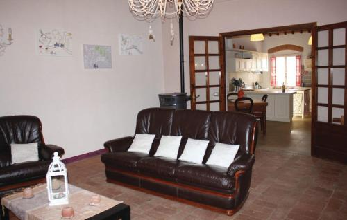 Two-Bedroom Apartment Crespina -PI- with a Fireplace 08