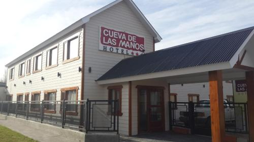 Hotel Cueva de las Manos front view