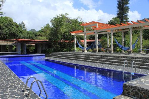Suite King dengan Pemandangan Kolam Renang (King Suite with Pool View)