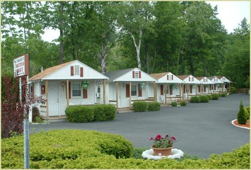 Seven dwarfs motel cabins lake george ny united for Cabin hotel new york