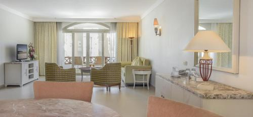 Suite 2 Habitacions (4 Adults + 2 Nens) (Two-Bedroom Suite (4 adults + 2 children))
