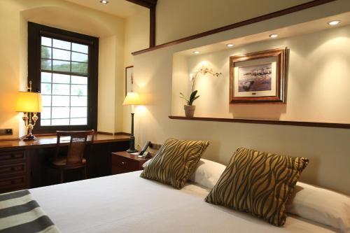 Suite Hotel Castell de l'Oliver 2
