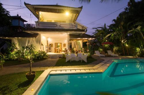Pretty Mason Villa