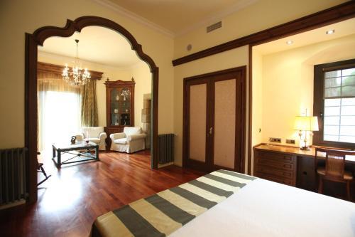 Suite Hotel Castell de l'Oliver 4