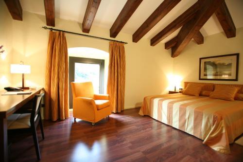 Habitación Doble Superior Hotel Castell de l'Oliver 4