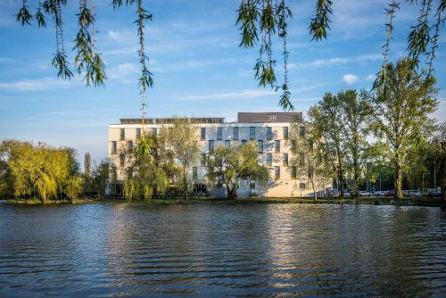 Picture of Best Western Plus Lakeside Hotel