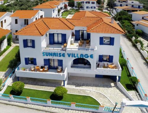 Sunrise Village****  in Skopelos stad