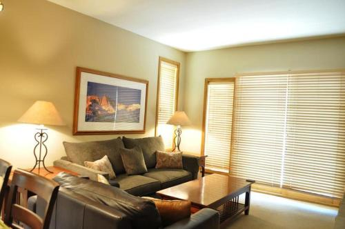 Two-Bedroom Apartment 211 Mammoth Green # 211