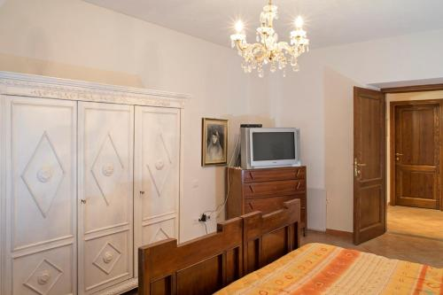 Tweepersoons- of twinkamer (2 aparte bedden) met gedeelde badkamer (Double or Twin Room with Shared Bathroom)