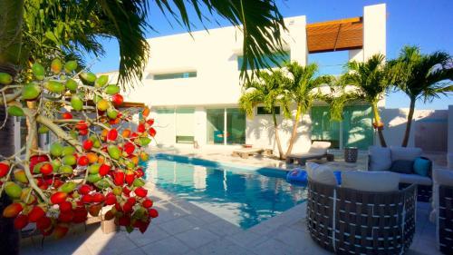 Casa Del Mar front view