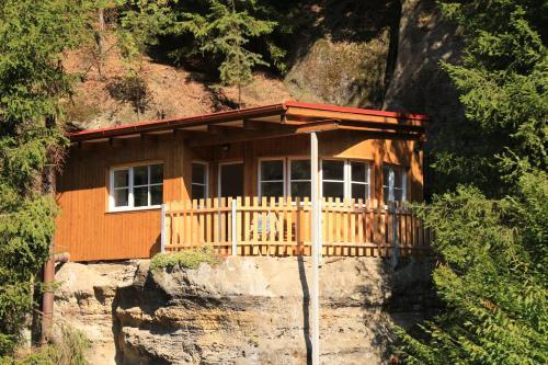 Malbenka - chata na skále pod hradem Kokorín