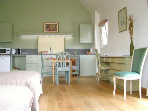 la motte melleraye online buchen bed breakfast europe. Black Bedroom Furniture Sets. Home Design Ideas