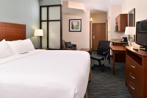 Holiday Inn Express & Suites St Marys