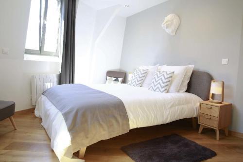 flandres appart h tel h tel 5 rue du priez 59000 lille adresse horaire. Black Bedroom Furniture Sets. Home Design Ideas