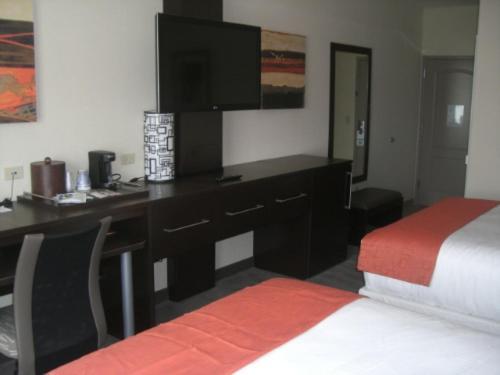 Holiday Inn Express & Suites Wichita Airport Northwest