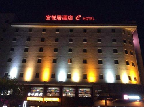 E Hotel front view
