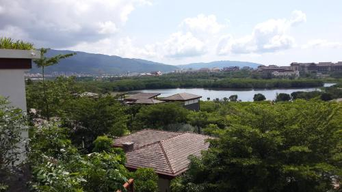 Sanya Yalong Bay Nice Half Mountain Homestay