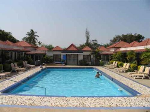 FabHotel Anjuna II front view
