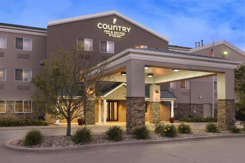 Picture of Country Inn & Suites by Carlson - Cedar Rapids Airport
