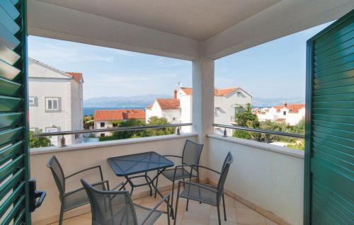 Apartment Supetar with Sea View 09