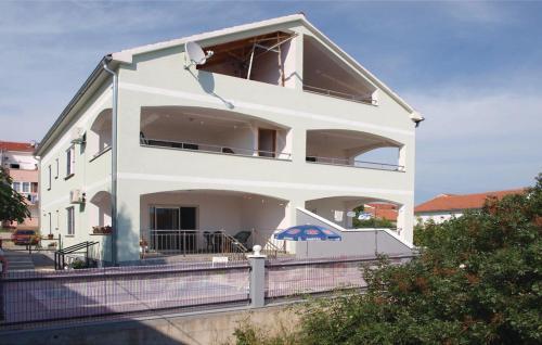 Apartment Zatonska 03