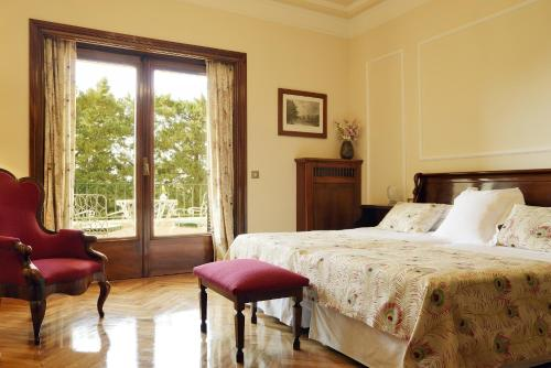 Classic Double Room with Extra Bed and Terrace and Spa Access Hostal de la Gavina GL 2
