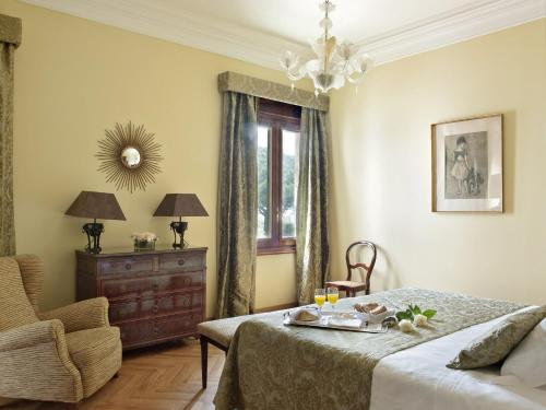 Classic Double Room with Extra Bed and Spa Access Hostal de la Gavina GL 2