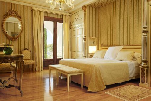 Habitación Doble Clásica con terraza y acceso al spa Hostal de la Gavina GL 4