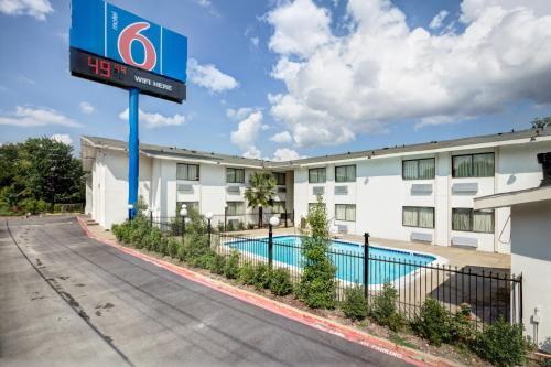 Picture of Motel 6 Dallas - South