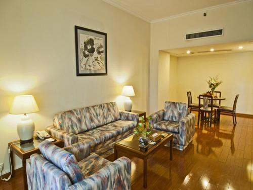 One-Bedroom Suite ( 2 breakfast Or 1 Business meal + 1 Breakfast or 2 Business meal)