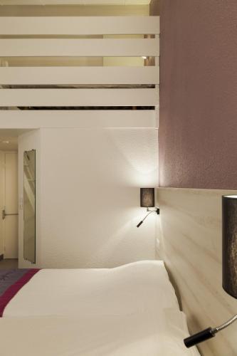 kyriad lille est villeneuve d 39 ascq villeneuve d 39 ascq nord pas de calais. Black Bedroom Furniture Sets. Home Design Ideas