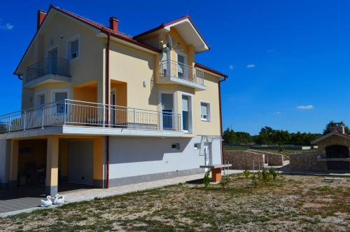 Blue Lake Luxury Accommodations