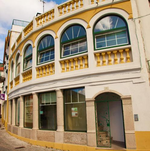 Hotel arcadas da vila manteigas desde 80 rumbo for Hoteles familiares portugal